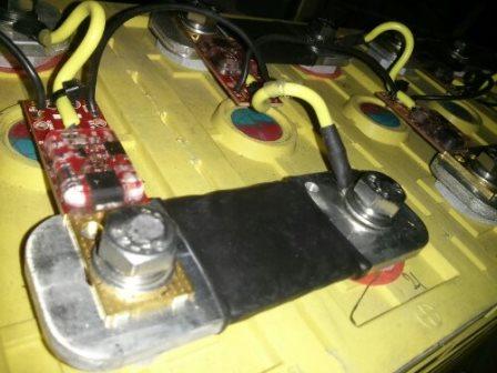 her ses batteri cellerne med Celle balancerings print og de kraftige celleforbindelser